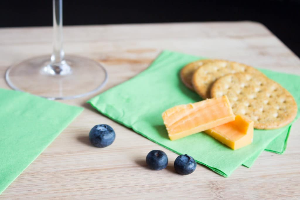 Cocktail cheese crackers